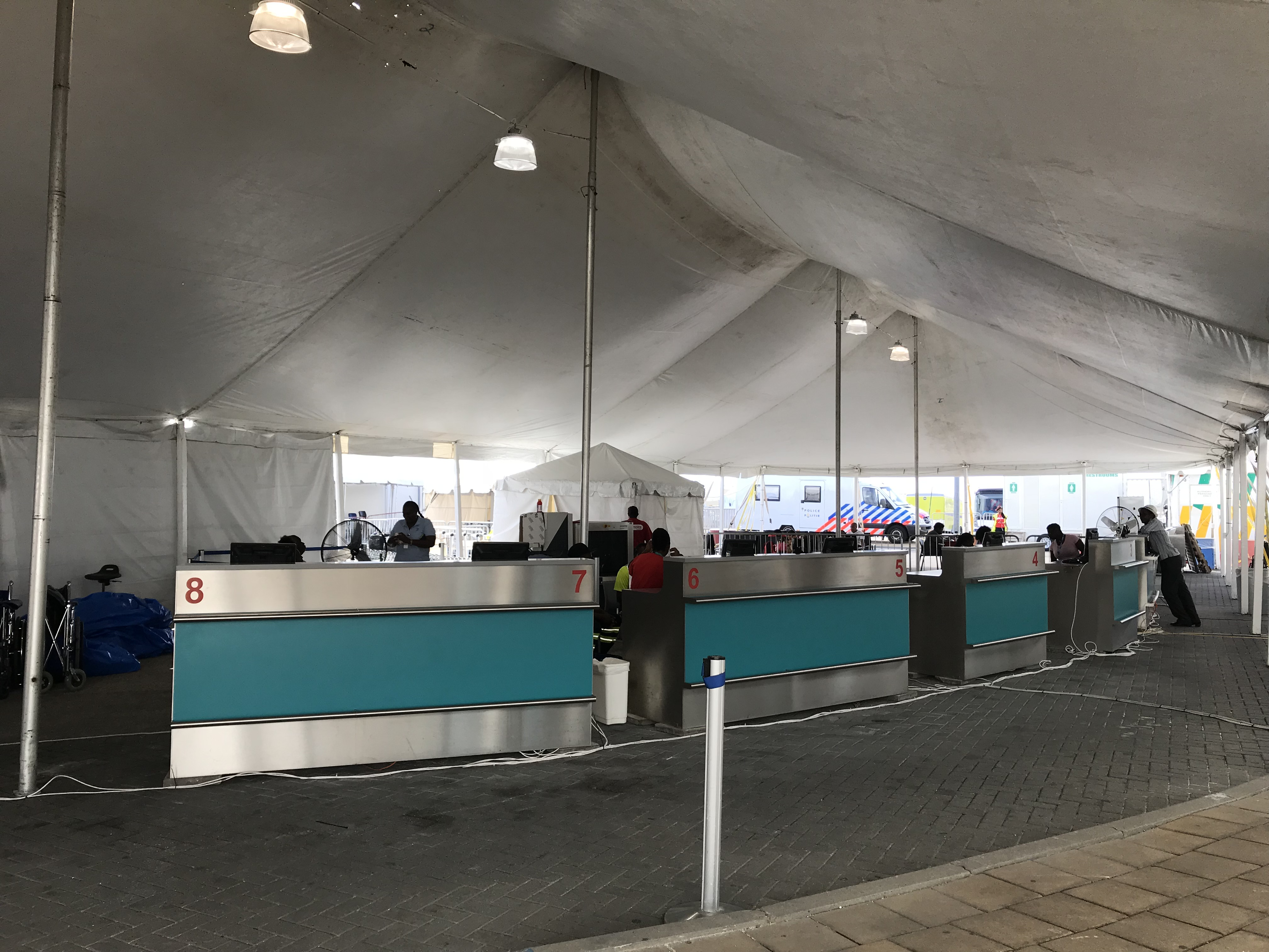 Check in counters in temporary departure facility_2